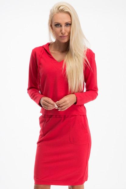 Športová súprava, ktorá pozostáva z topu s dlhým rukávom a športovej sukne, červená