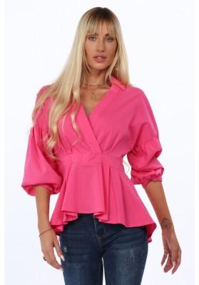 Elegantná dámska košeľa s dlhším zadným dielom a výstrihom v tvare V