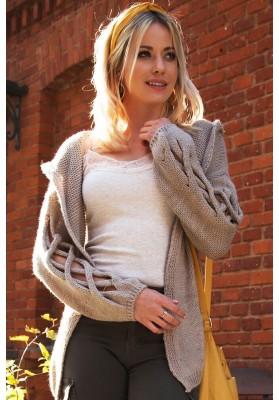 Voľný oversize sveter s prepletaným vzorom na rukávoch , kapučíno