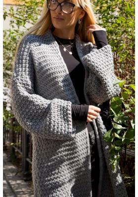 Voľný, pohodlný sveter so širokými rukávmi, sivý