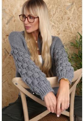 Štýlový, krátky sveter s dlhými rukávmi a nádherným vzorom, sivý
