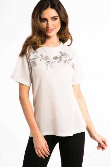 Nádherné, bielo-zlaté tričko s nášivkami.