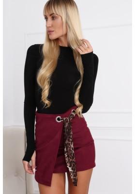 Semišová mini sukňa s nápaditým opaskom, bordová