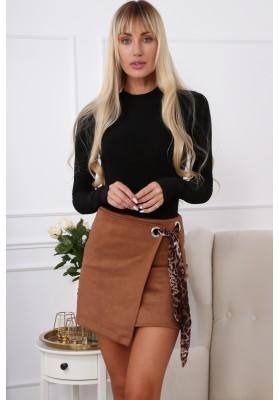 Semišová mini sukňa s nápaditým opaskom, hnedá