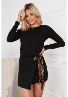 Semišová mini sukňa s nápaditým opaskom, čierna