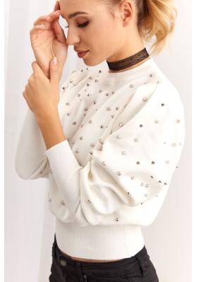 Krátky dámsky sveter s cvočkami, krémový