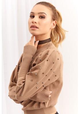 Krátky dámsky sveter s cvočkami, béžový