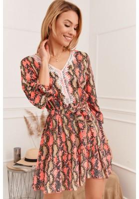 Moderné a hlavne nápadité šaty s výstrihom do V