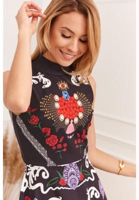 Letné šaty s atraktívnymi ozdobnými vzormi
