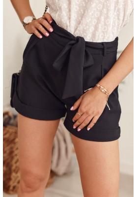 Elegantné krátke šortky s bočnými vreckami a viazaním v páse, čierne