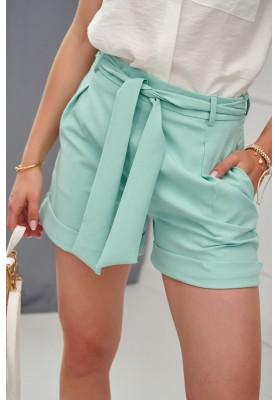 Elegantné krátke šortky s bočnými vreckami a viazaním v páse, zelené