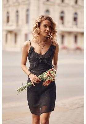 Letné šaty na tenké ramienka s ozdobným volánom v oblasti poprsia, čierne