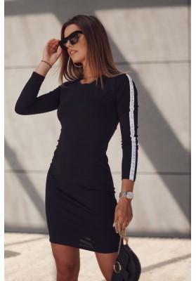 Hladké šaty s ozdobnými pruhmi na rukávoch, čierne