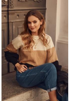 Moderný dámsky sveter, vyrobený z jemnej látky,  béžový