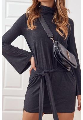 Asymetrické šaty s rolákom a dlhými rozšírenými rukávmi, čierne