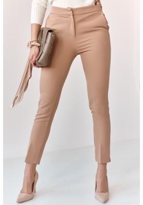 Úzke nohavice s naznačenými záhybmi