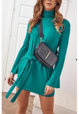 Asymetrické šaty s rolákom a dlhými rozšírenými rukávmi, zelené