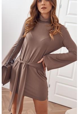 Asymetrické šaty s rolákom a dlhými rozšírenými rukávmi, hnedé