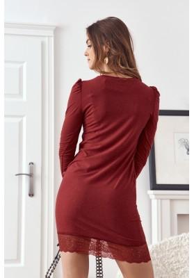 Vypasované šaty s ozdobnou čipkou v spodnej časti, bordové