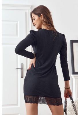 Vypasované šaty s ozdobnou čipkou v spodnej časti, čierne