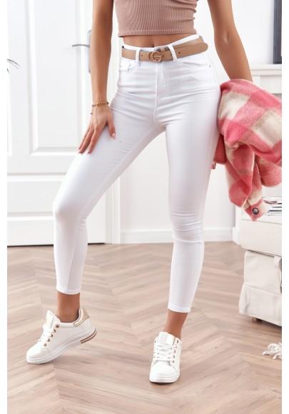 Obtiahnuté, rifľové nohavice s vysokým pásom