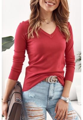 Jednoduchý, klasický sveter  výstrihom v tvare písmena V, červený