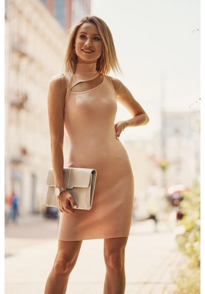 Pohodlné mini šaty  vsadeným otvorom nad prsiami, lososové
