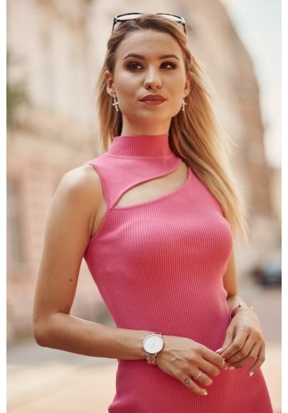 Pohodlné mini šaty  vsadeným otvorom nad prsiami, ružové