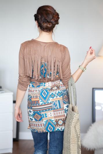Tyrkysový vzorovaný blejzer so strapcami na chrbte