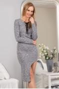 Sivé šaty s rázporkom a viazaním vo výstrihu