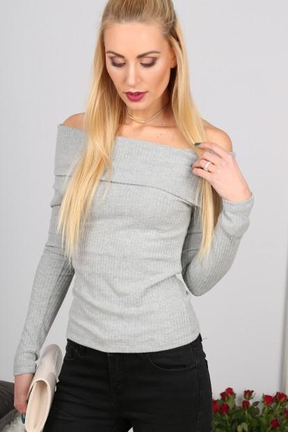 Sexi , štýlový sivý sveter s odhalenými ramenami.