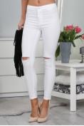 Biele skinny nohavice s vysokým pásom a dierami na kolenách