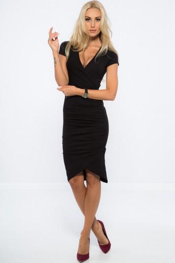 Nazberkané, asymetrické, čierne šaty.