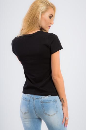 Basic, čierne tričko s nášivkou.