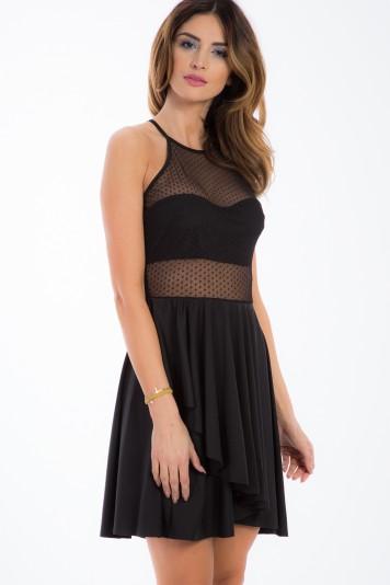 Sexi, čierne šaty s priesvitnými, šifónovými časťami.
