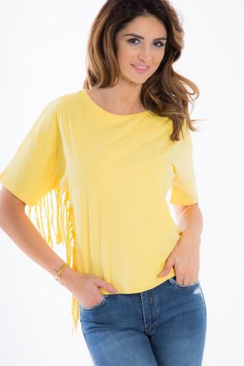 Žlté tričko so strapcami.