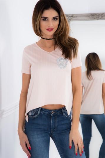 Pudrové, asymetrické tričko s lebkou.
