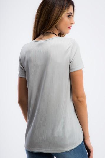 Strieborné, asymetrické tričko s lebkou.