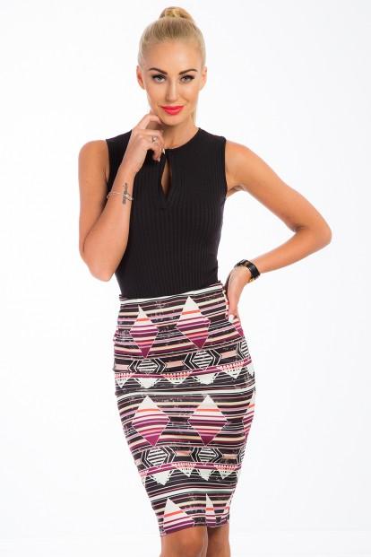 Viacfarebná midi sukňa s vysokým pásom.