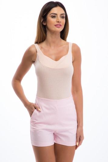 Elegantné, letné, svetloružové šortky s vysokým pásom.
