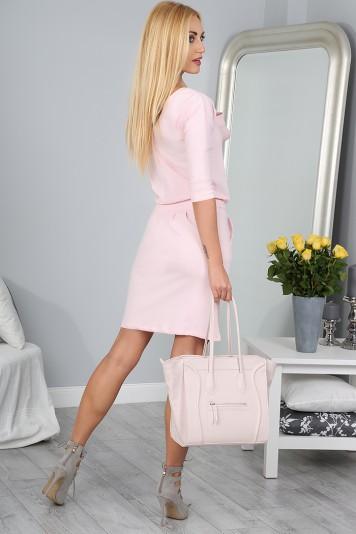 Štýlové svetloružové šaty s viazaním okolo pásu