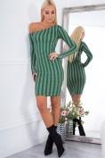 Nápadité šaty s dlhým rukávom a odhaleným ramenom, zelené