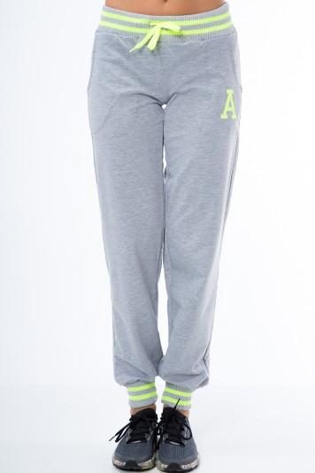 Štýlové teplákové nohavice v krásnom farebnom prevedení, sivá/zelená
