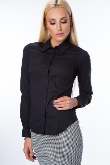 Čierna, klasická košeľa s dlhým rukávom a zapínaním na gombíky