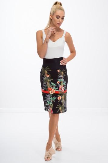 Letná, čierna, puzdrová, kvetovaná sukňa.