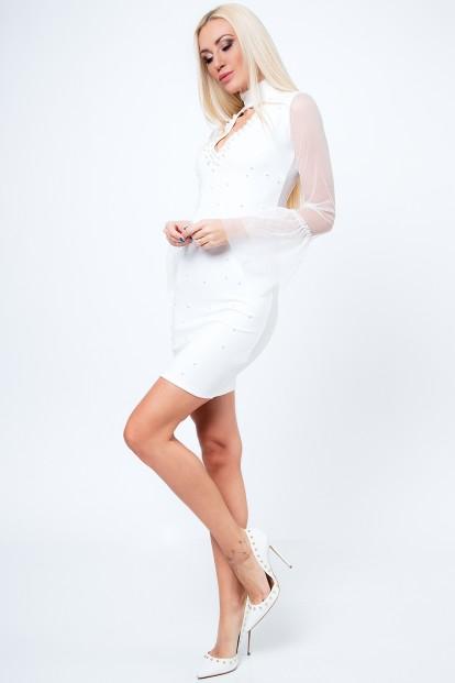 Štýlové šaty s chokerom, šifónovými rukávmi a dekoratívnymi perlami, krémové