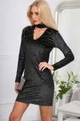 Štýlové, trblietavé, čierno-strieborné mini šaty so zaujímavým výstrihom.