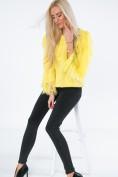 Moderný sveter so strapcami na rukávoch a výstrihu, žltý