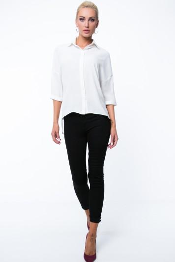 Asymetrická košeľa v oversize štýle s 3/4 rukávom, krémová