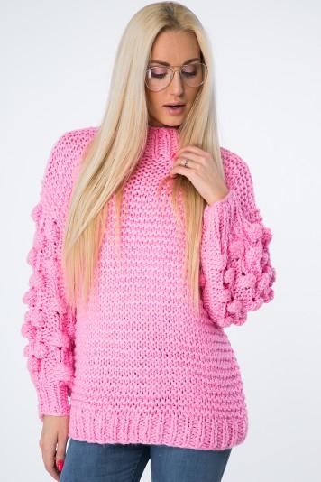 Moderný sveter vyrobený z príjemnej pleteniny, ružový